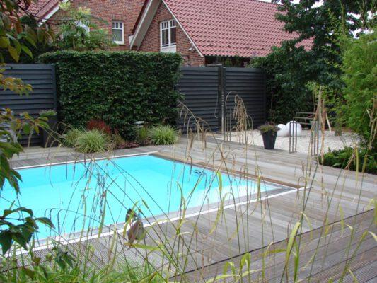 Garten mit Schwimmbecken